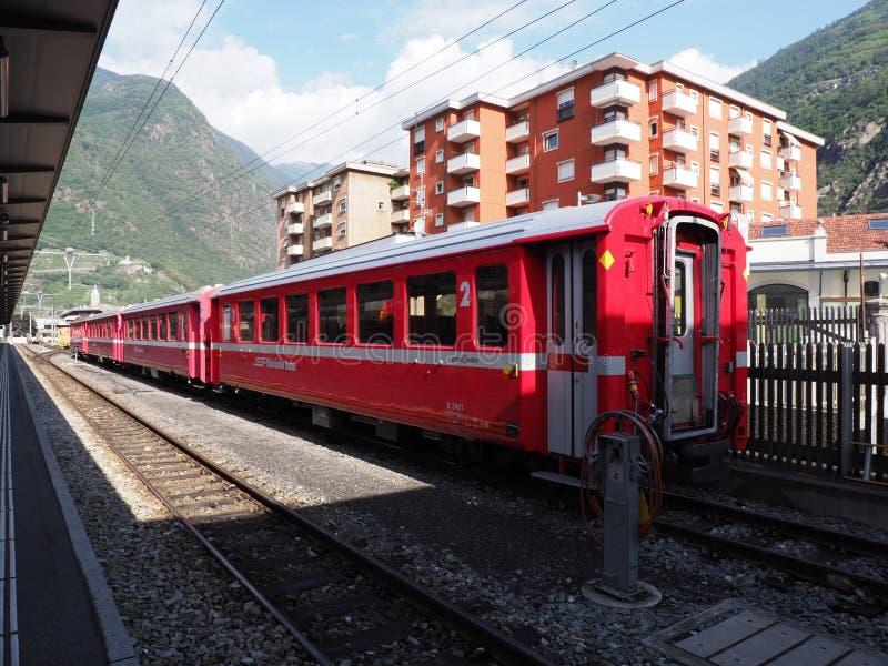 意大利Tirano欧洲城市车站和住宅区铁路 免版税库存图片