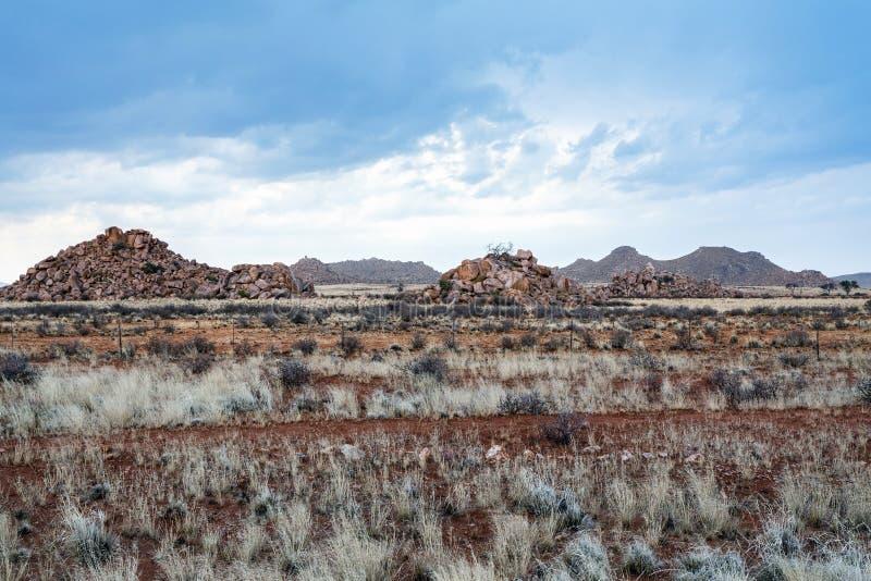 意想不到的纳米比亚moonscape风景全景  免版税库存图片