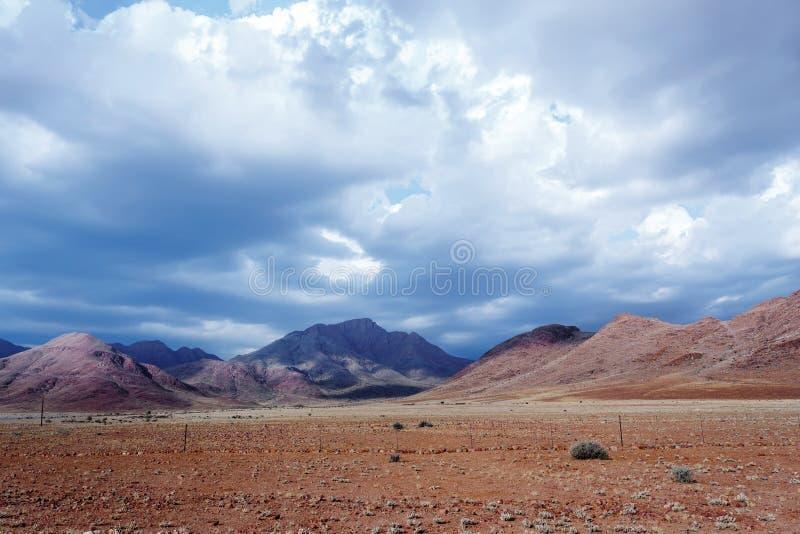 意想不到的纳米比亚moonscape风景全景  库存图片