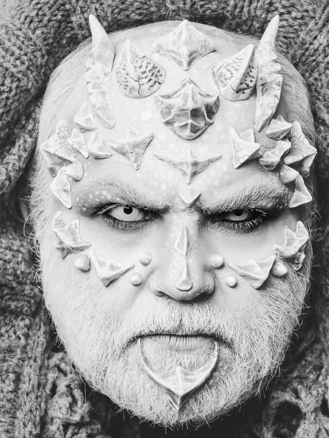 意想不到组成 恐怖人或妖怪有刺的在面孔与构成 免版税图库摄影