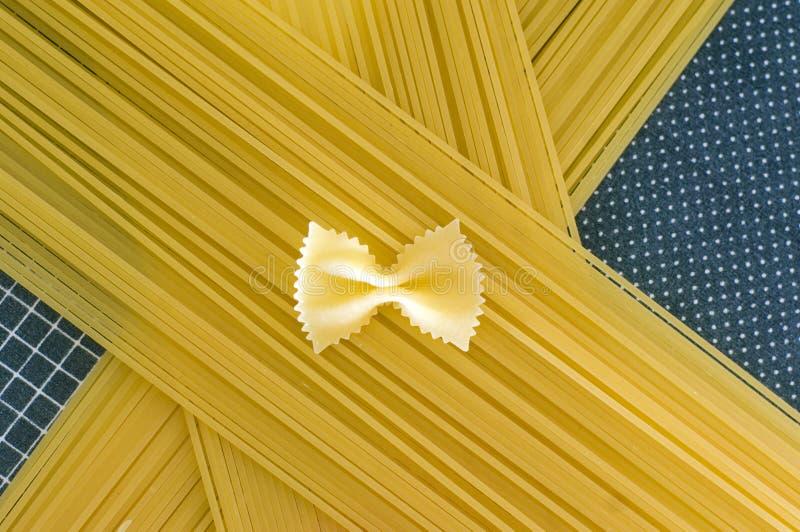意粉蝴蝶领带 库存图片