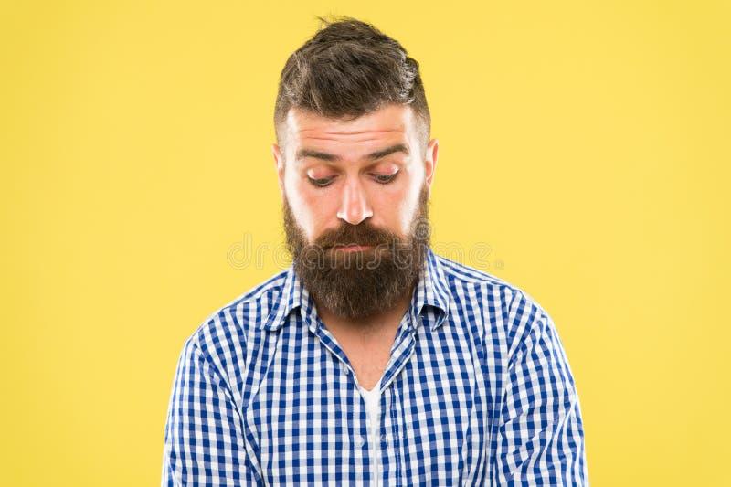 感到抱歉 困窘概念 感到很抱歉 人有胡子的懊的面孔 人有胡子抱歉 请求道歉 免版税库存图片