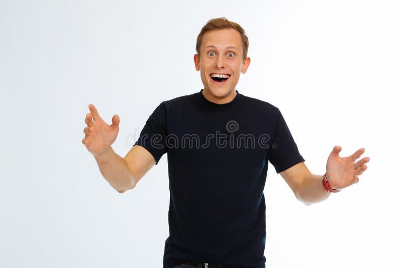 感到高兴愉快的年轻人非常乐观 免版税库存图片