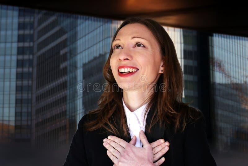 感恩的商业主管新的工作妇女职业变化前面查寻 库存照片