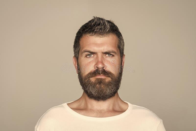 感觉和情感 人或有胡子的人灰色背景的 库存照片