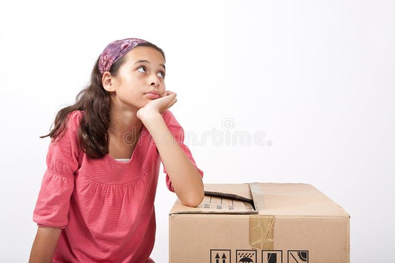 感觉女孩偏僻的哀伤的年轻人 免版税库存照片
