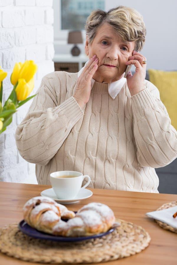 感觉抱歉她的孙不可能今天到达 免版税库存图片