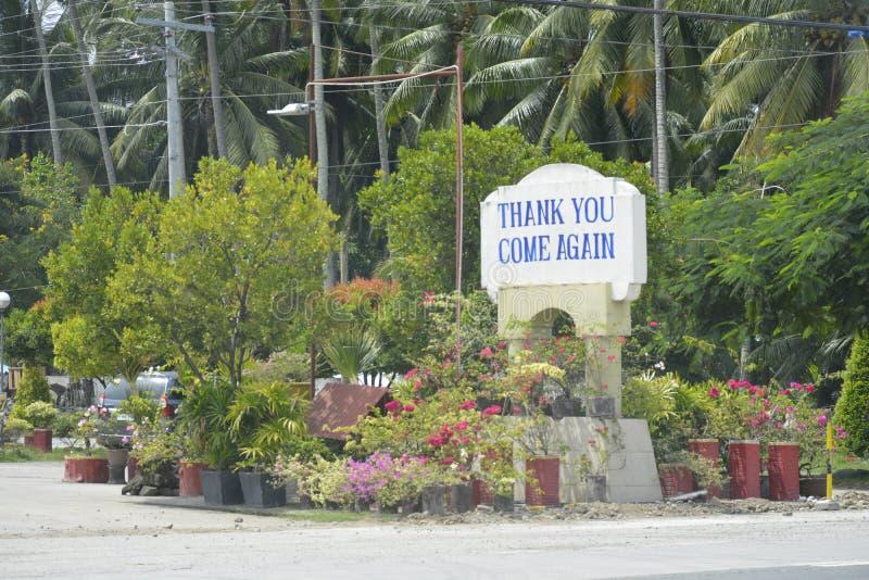 `感谢您,再来临`标志位于在Digos市界限和Hagonoy,南达沃省,菲律宾 库存图片