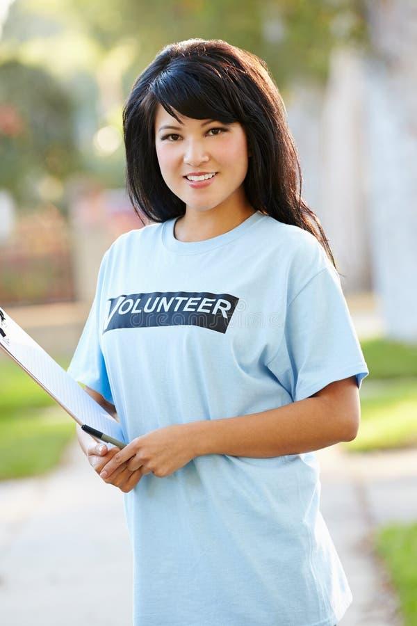 慈善志愿者画象在街道上的 图库摄影