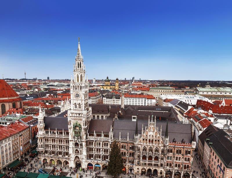 慕尼黑、玛利亚广场,新村城镇厅和城市大厦,巴伐利亚顶视图, 库存图片