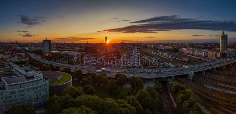 慕尼黑从上面美好的日出的 免版税库存图片