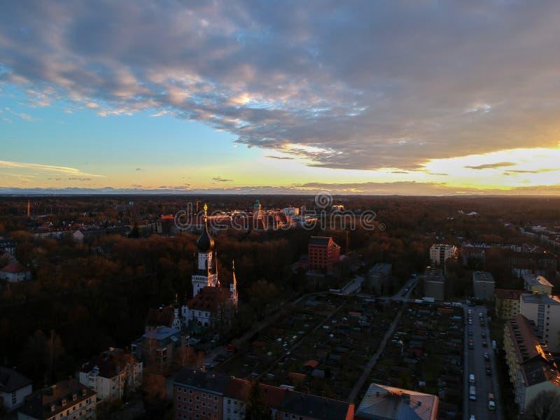 慕尼黑鸟瞰图在日落,慕尼黑,德国的一个冬日 免版税库存图片