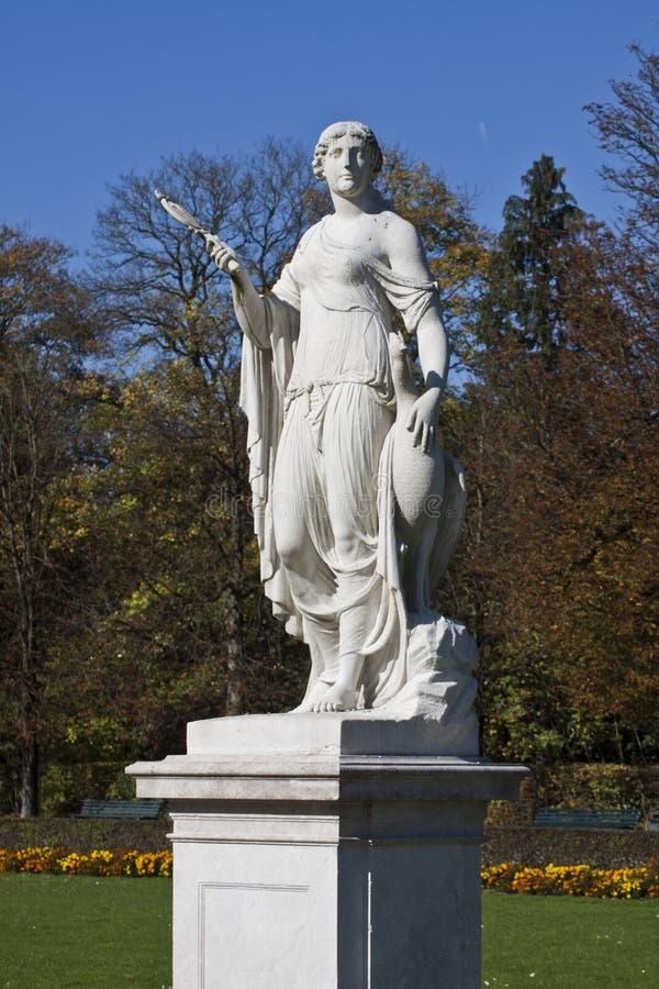 慕尼黑,女神朱诺雕象在Nymphenburg公园 免版税库存图片