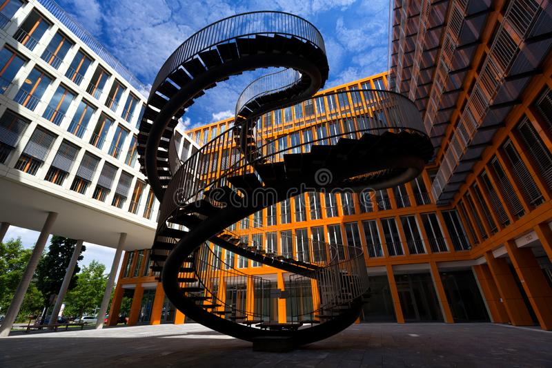 慕尼黑,德国- 2016年6月26日:不尽的楼梯在毕马威Buildin 库存照片