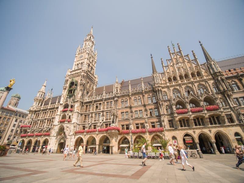 慕尼黑,德国- 2018年8月5日:玛利亚广场广场的新村城镇厅在慕尼黑 库存图片