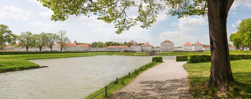 慕尼黑,德国- 2018年4月25日:Nymphenburg勃拉的前方 免版税库存照片