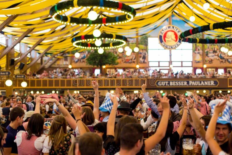 慕尼黑啤酒节党 免版税库存照片