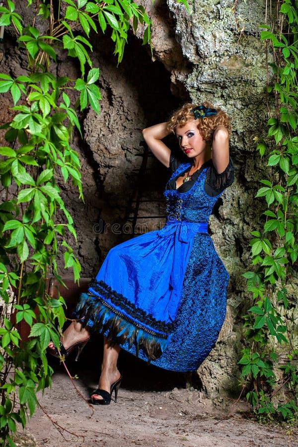 慕尼黑啤酒节少女装的美丽的巴法力亚妇女 免版税库存图片