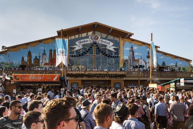 慕尼黑啤酒节的黑客Festzelt在慕尼黑,德国, 2016年 免版税库存照片