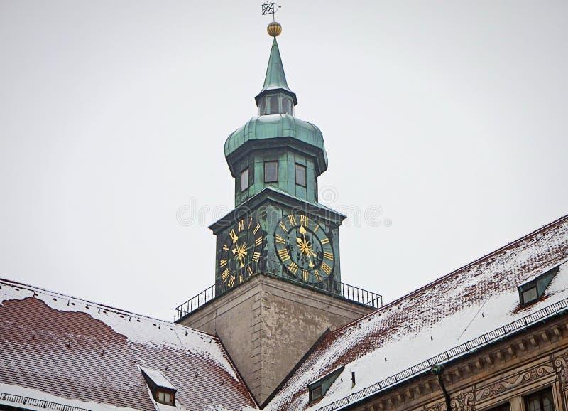 慕尼黑,德国- Residenz宫殿在冬天,时钟的细节 免版税库存照片