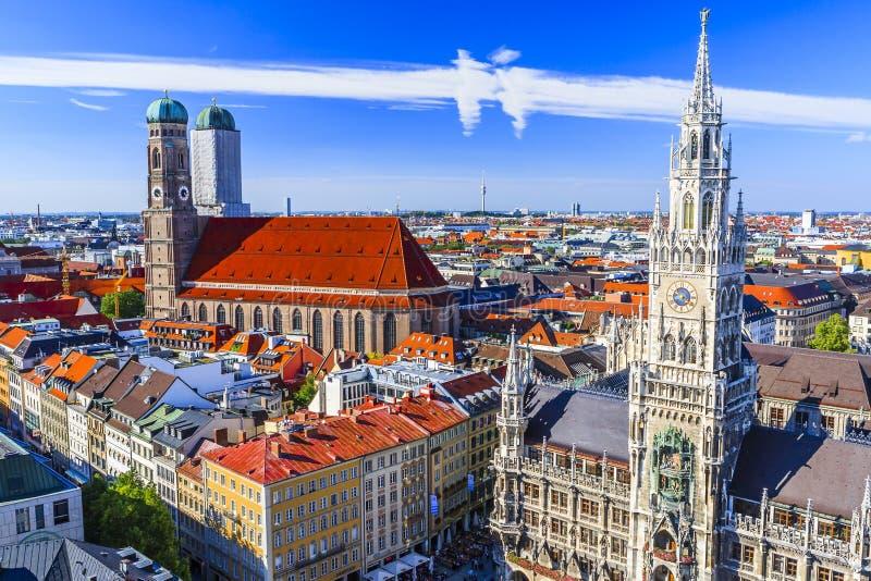 慕尼黑Frauenkirche和新市镇霍尔慕尼黑,巴伐利亚,德国 免版税库存照片