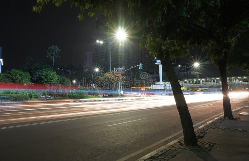 慢快门轻的条纹街道 免版税库存图片