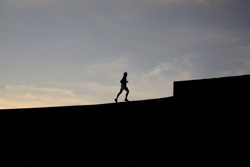 慢跑者剪影 图库摄影