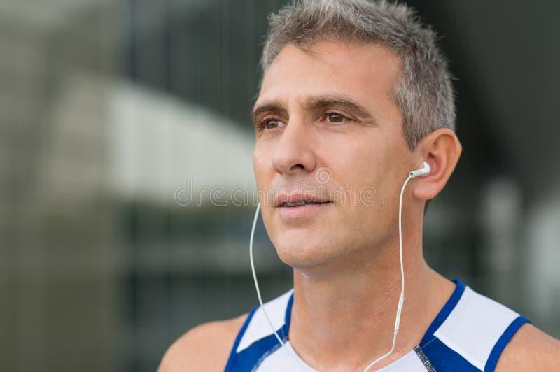 慢跑者听的音乐 免版税图库摄影