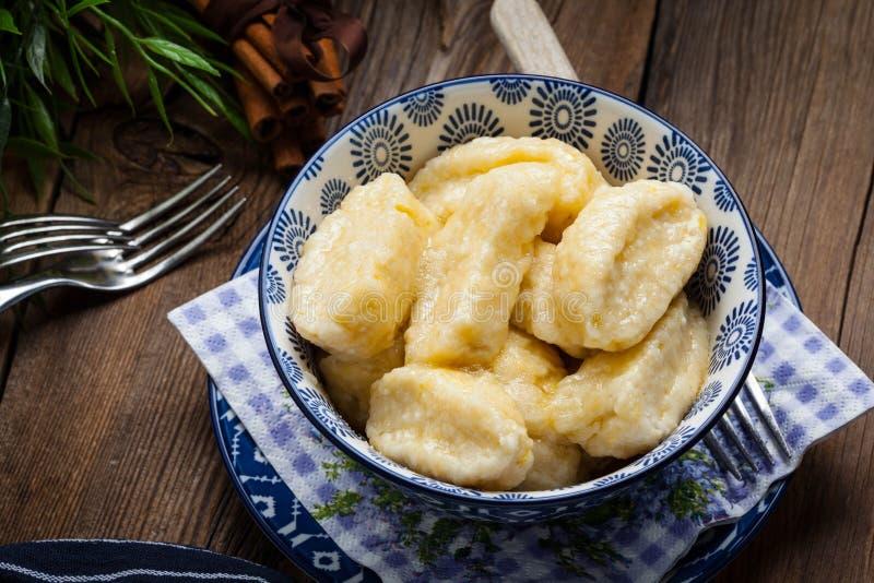 懒惰饺子用桂香和糖 库存照片