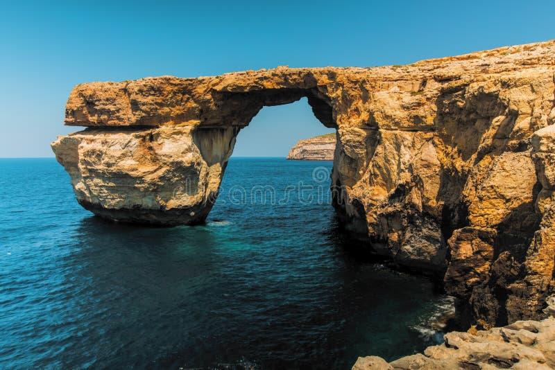 戈佐岛天蓝色的窗口高度马耳他 库存照片