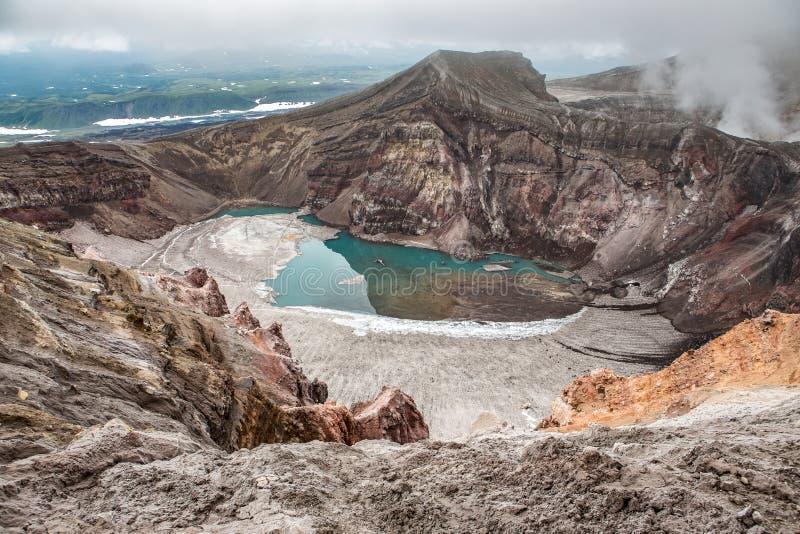 戈列雷火山火山的火山口,堪察加,俄罗斯 图库摄影