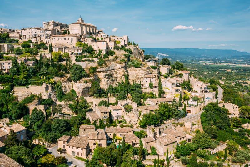 戈尔代古老美丽如画的小山上面村庄  免版税图库摄影