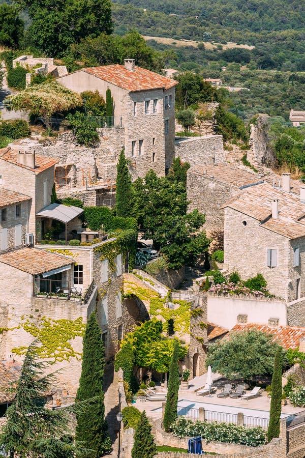 戈尔代美丽如画的小山上面村庄在普罗旺斯,法国 老 库存图片