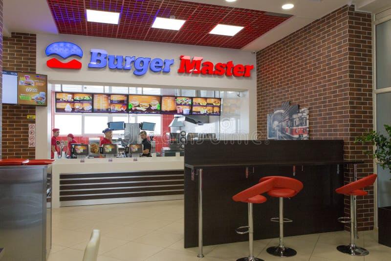 戈梅利,白俄罗斯- 2015年7月31日, :快餐连锁店汉堡大师,火车站正方形1, 免版税库存照片
