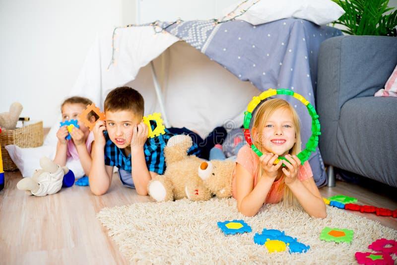戏剧帐篷的朋友 库存图片
