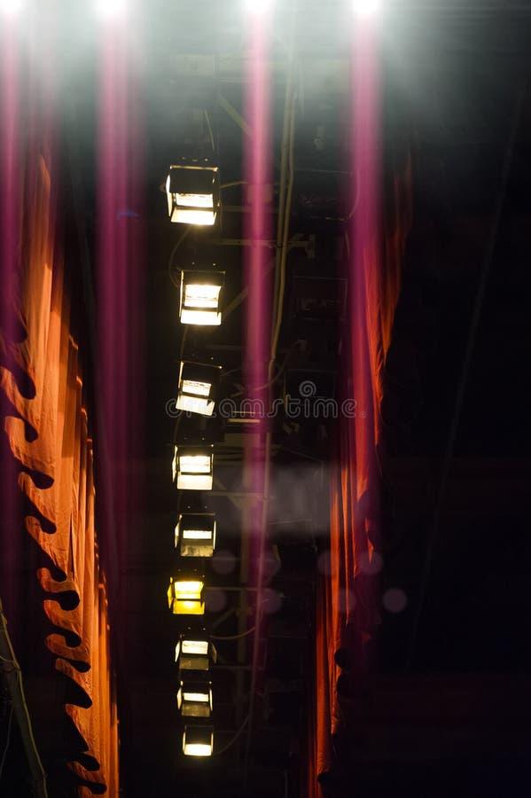 戏剧性照明设备和帷幕 阶段设备 库存照片