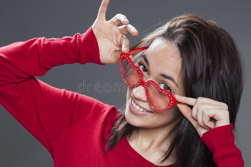 戏耍与太阳镜的快乐的小姐 库存图片