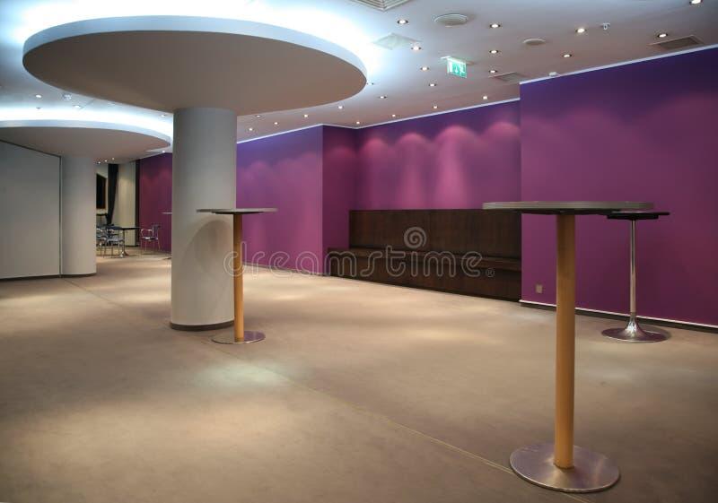 Download 戏院大厅 库存图片. 图片 包括有 反映, 餐馆, 现代, 拱道, 咖啡馆, 公共, 楼层, 闪亮指示, 顽皮地 - 3659459