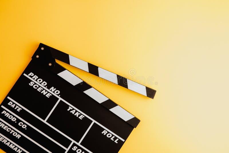 戏院最小的概念 在戏院的观看的影片 董事会拍板例证新的s年 库存图片