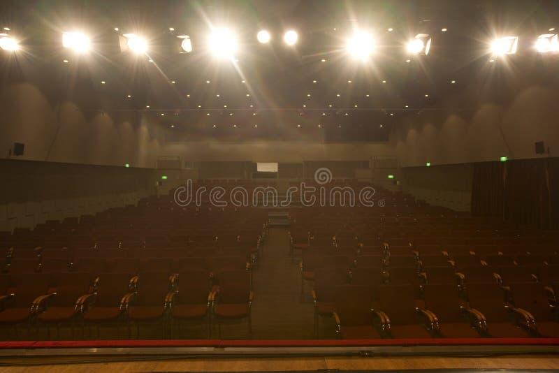 戏院空的聚光灯 免版税库存照片