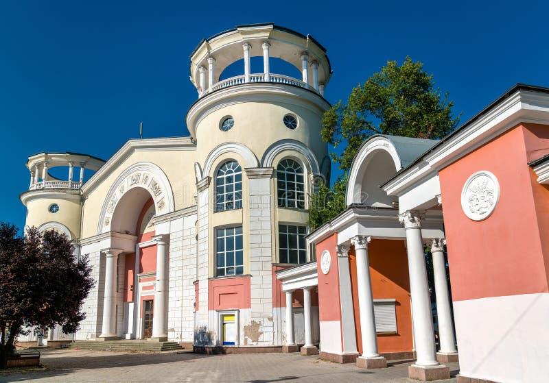 戏院辛菲罗波尔,一个历史的苏联大厦在辛菲罗波尔,克里米亚 免版税库存照片