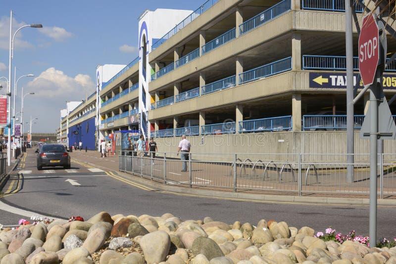戏院&停车场布赖顿小游艇船坞的。苏克塞斯。英国 库存图片