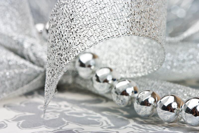 成串珠状丝带银 库存图片