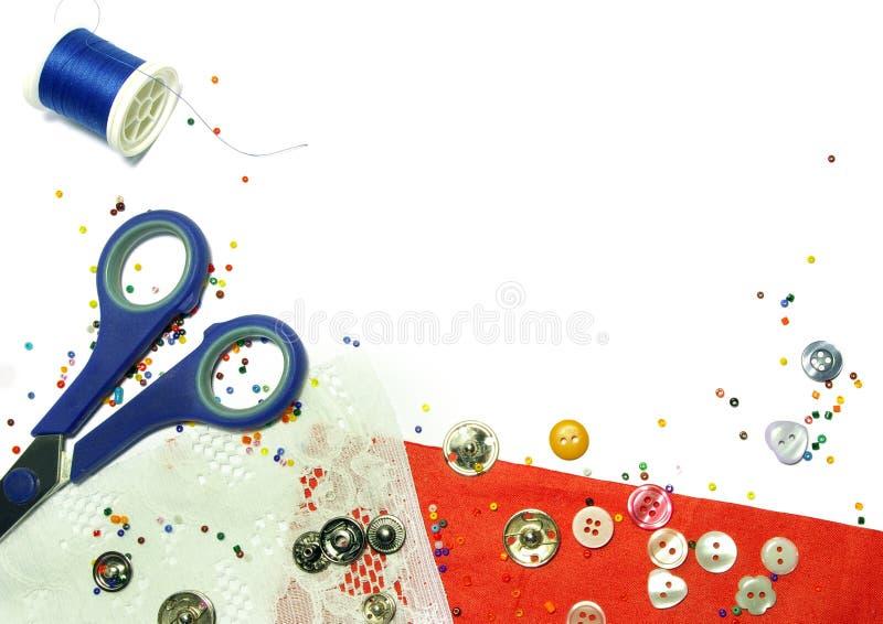 成串珠状五颜六色的织品查出的红色 免版税库存图片