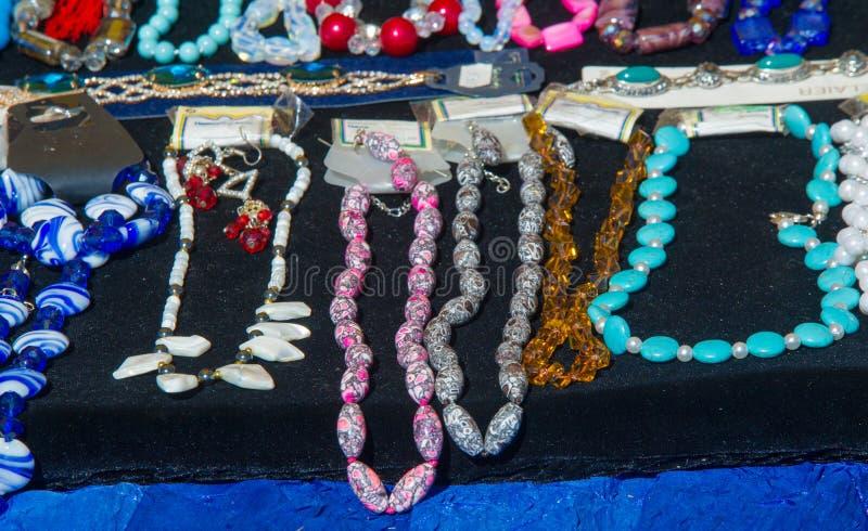 成串珠状女性 一小块玻璃、石头或者相似的材料 图库摄影