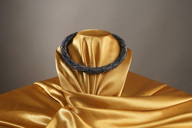 成串珠状绳索,种子小珠,小珠项链 黑头粉刺项链 免版税库存照片