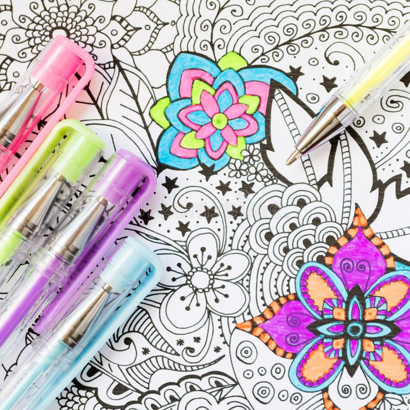 成人彩图,新的应力消除趋向 艺术疗法、精神健康、创造性和留心概念 库存图片
