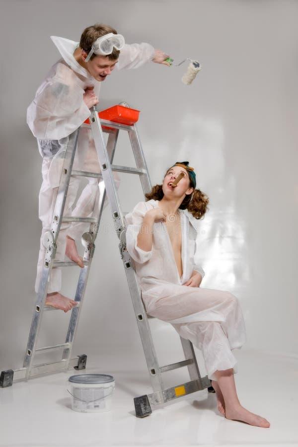 成人有吸引力的夫妇绘画年轻人 免版税库存照片
