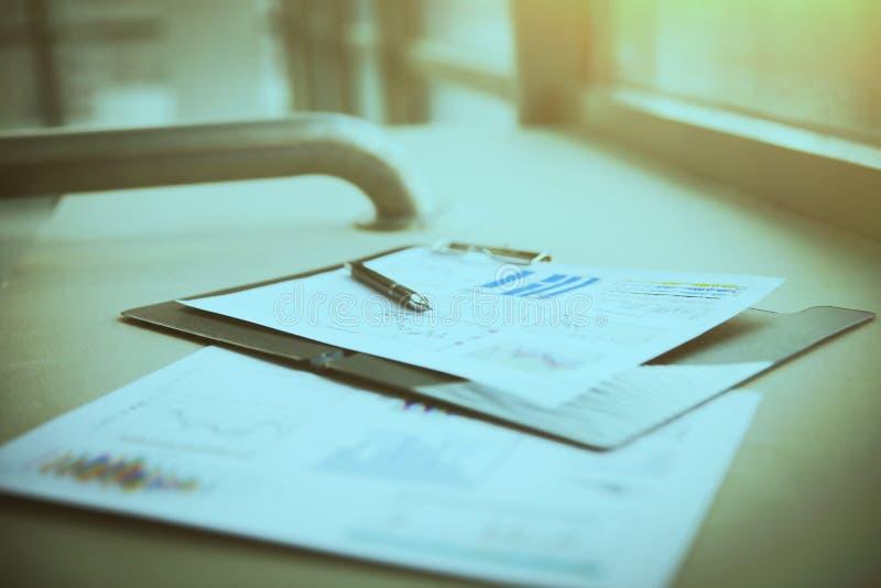 成功的事务图画和图,商人的工作场所 投资 免版税库存照片