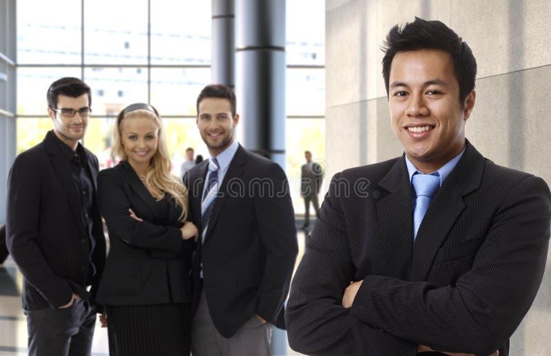 成功的亚洲商人主导的企业队 免版税库存照片